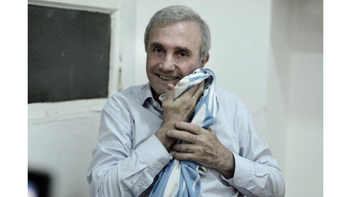 El homenaje de las leyendas del fútbol argentino a Perfumo