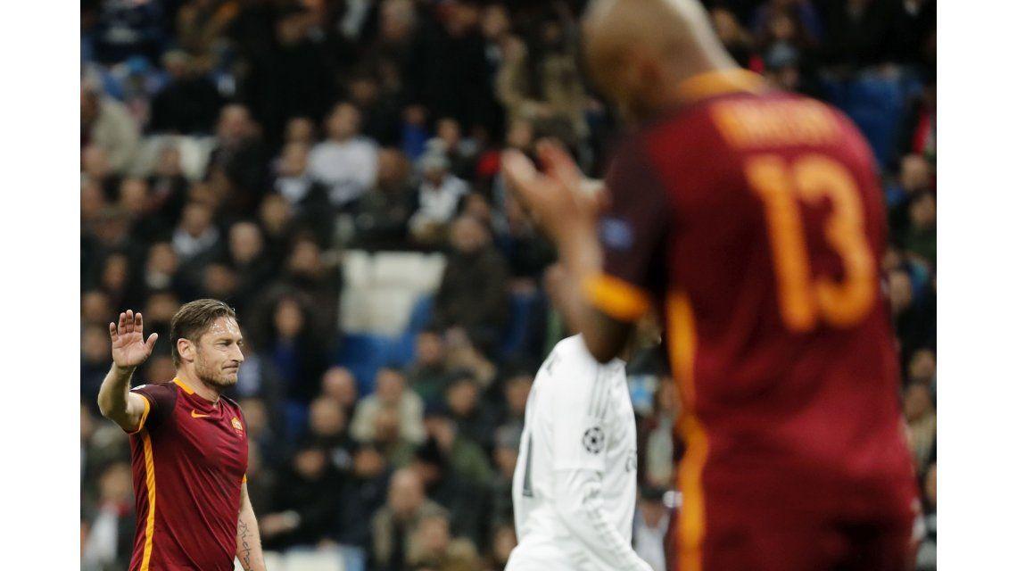 Como le gusta a Tevez: los hinchas del Real Madrid aplaudieron a un rival
