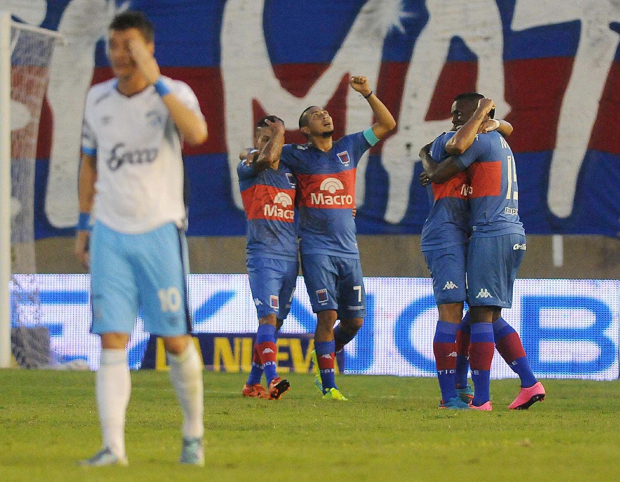 Tigre se hizo fuerte como local y aplastó a Atlético Tucumán