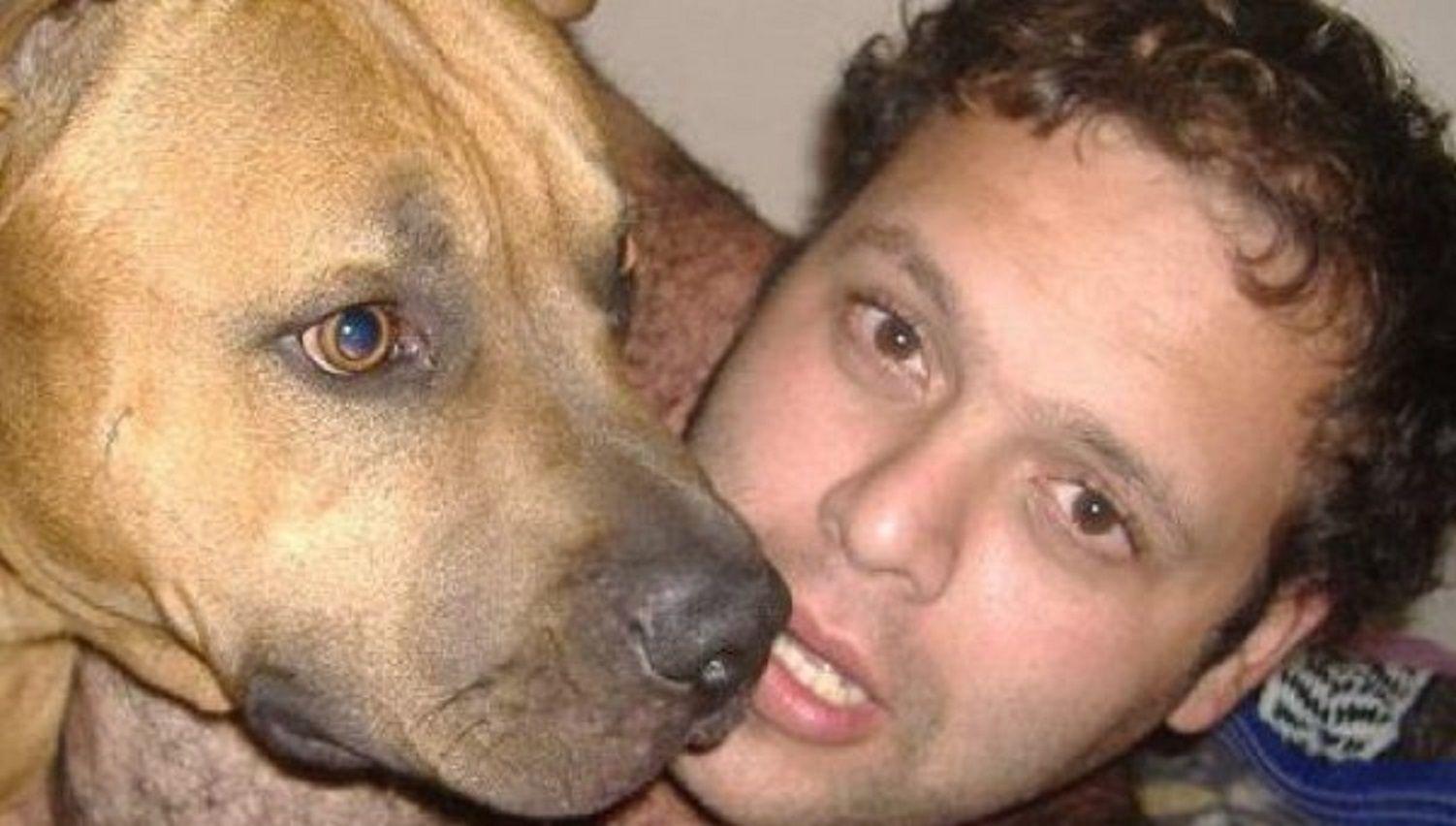 El joven que convivió con los cuerpos de sus padres confesó que mató a uno de ellos