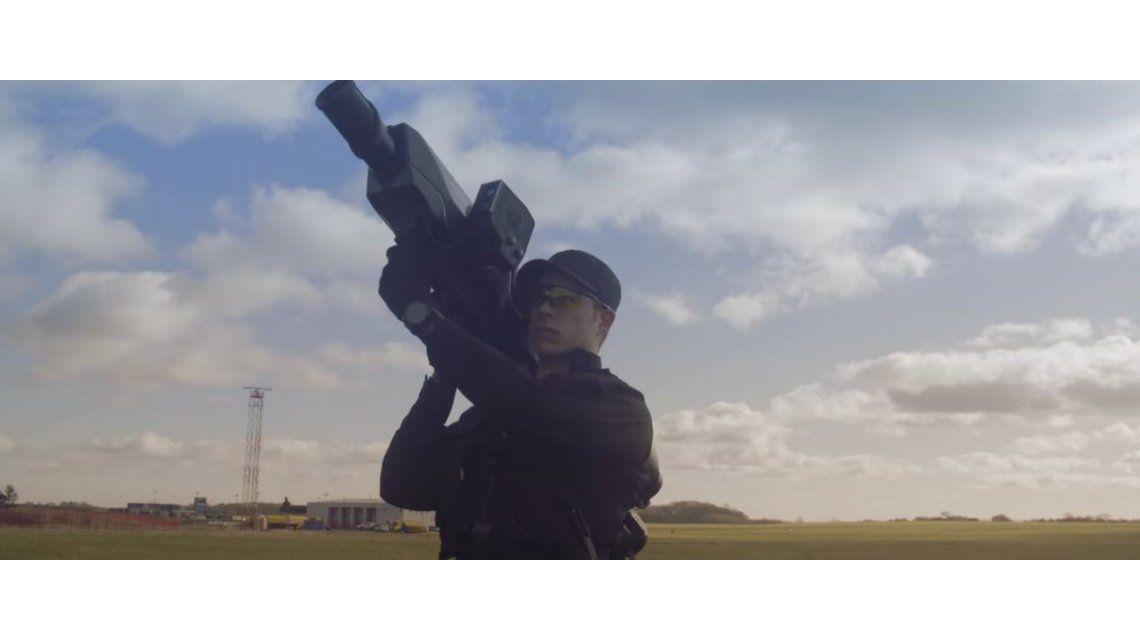VIDEO: Mirá el arma que caza drones espía