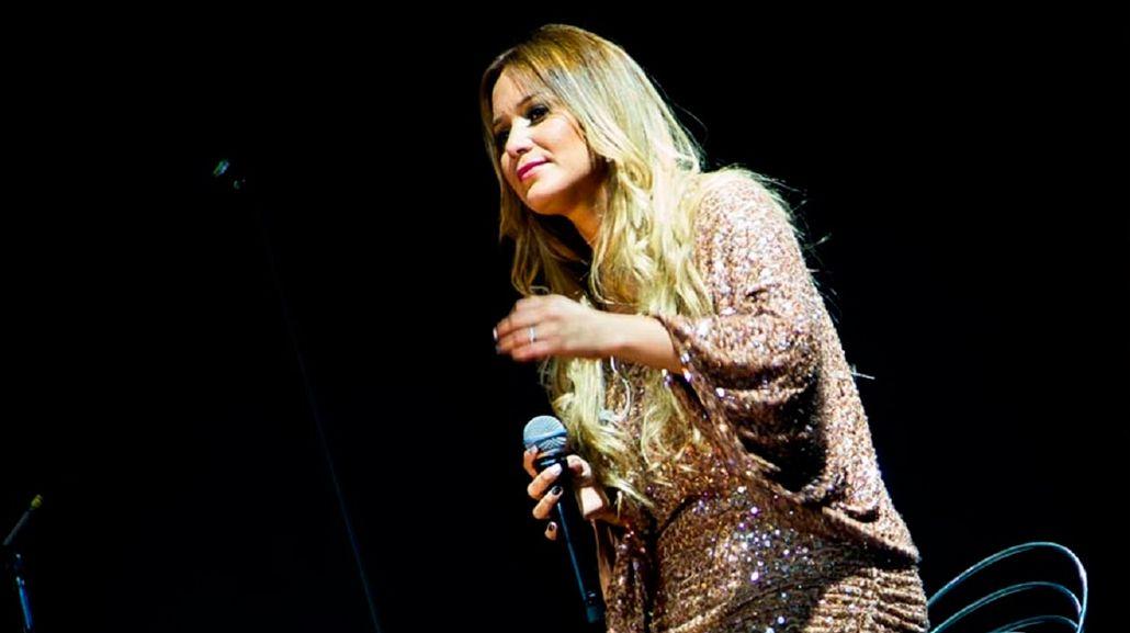 VIDEO: Descontento en un show de Karina porque cantó sin ganas