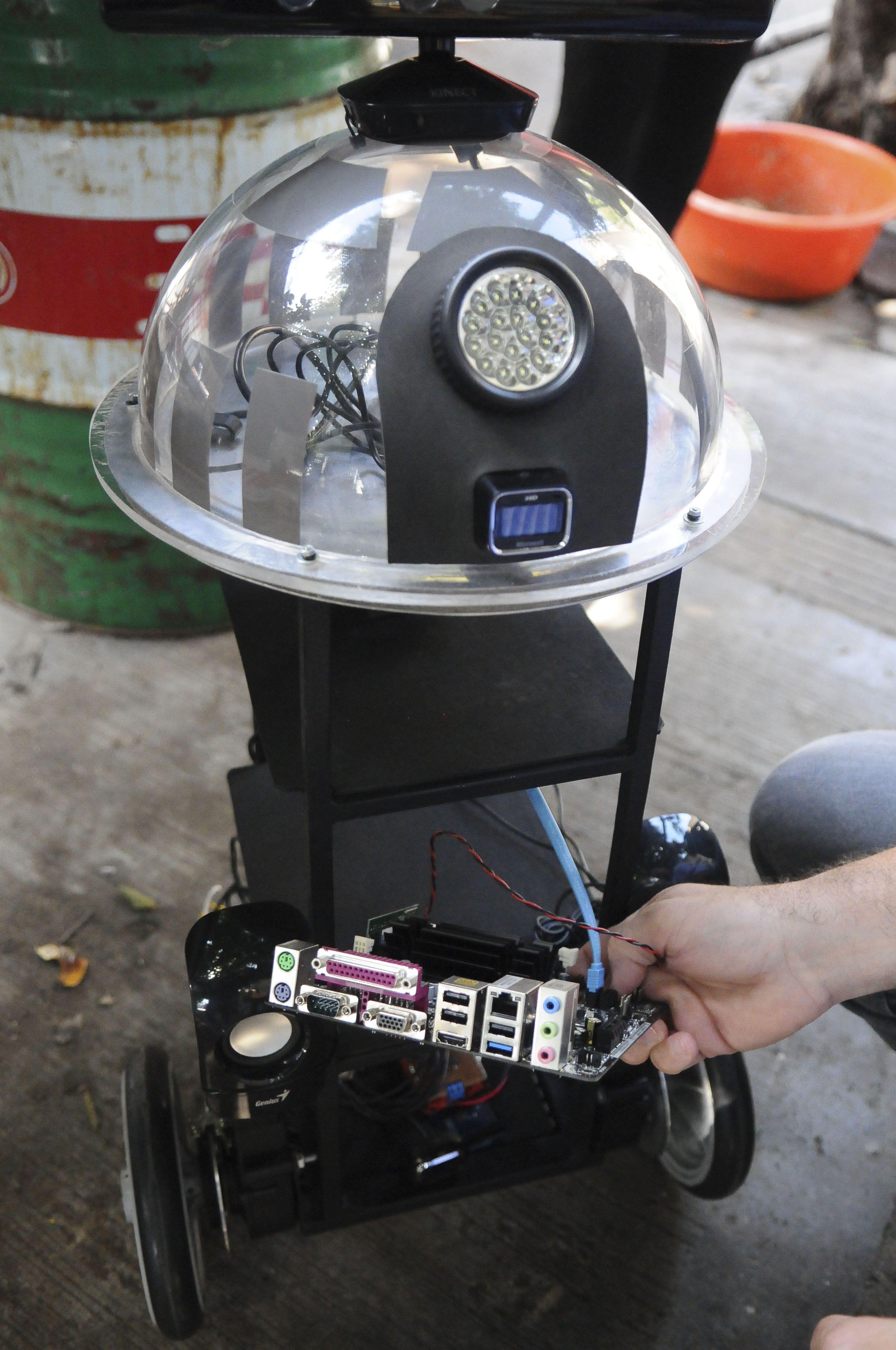 Conocé al robot argentino que come la basura y enseña a reciclar