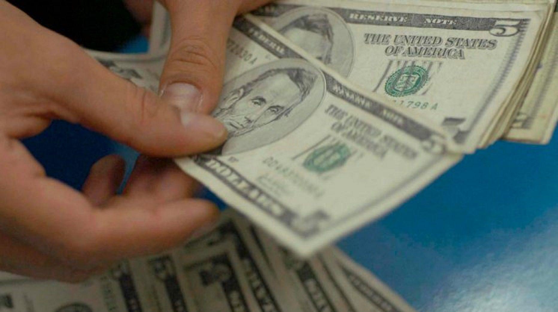 Dólar cayó otros 3 centavos y cerró a 14,86 pesos