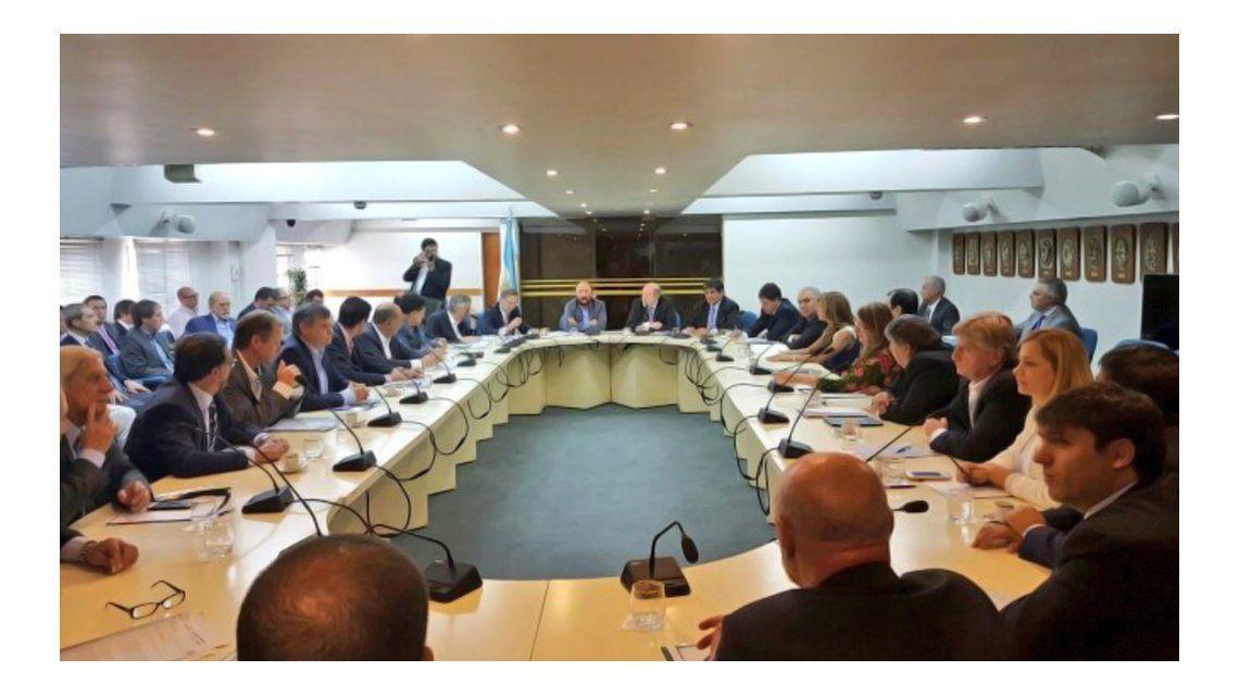 El Gobierno convocó a gobernadores del PJ por reclamo de coparticipación