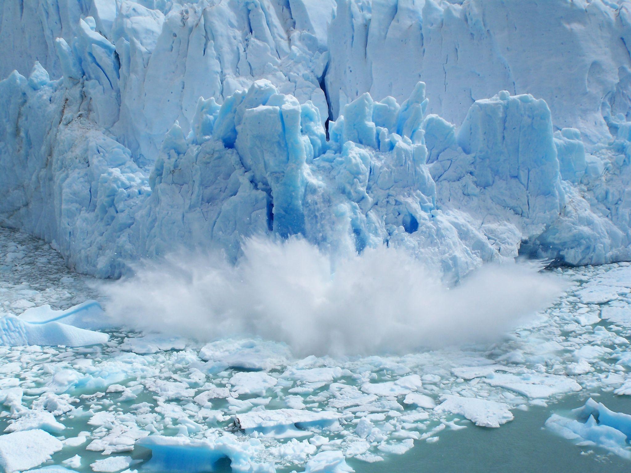 Imperdible espectáculo: comenzó el desprendimiento del Glaciar Perito Moreno