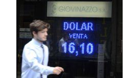 El Banco Central vendió 500 millones de dólares pero igual el dólar superó los $16