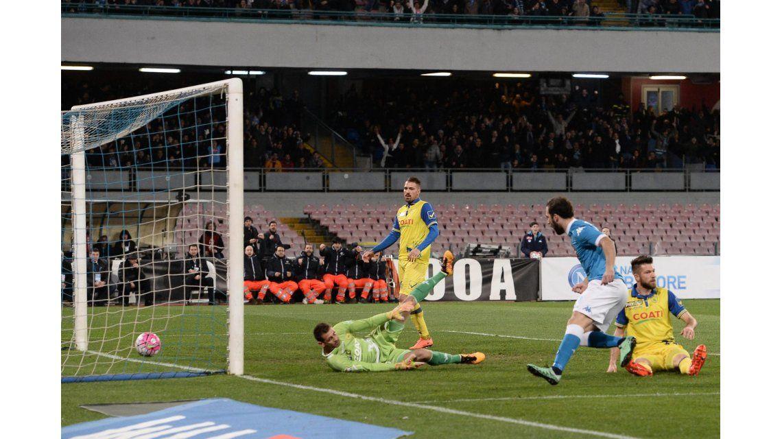 Higuaín volvió a convertir y el Nápoli alcanzó a Juventus en la cima del torneo
