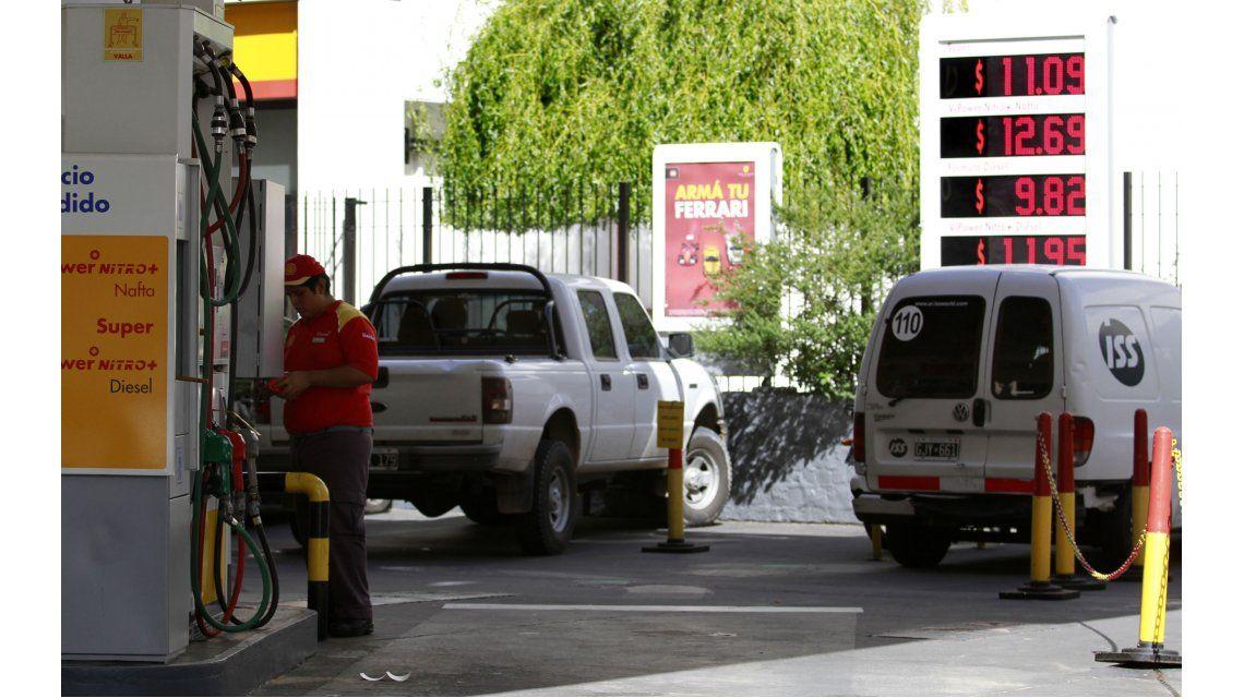 Estiman en un 6% la nueva suba en las naftas prevista para este mes