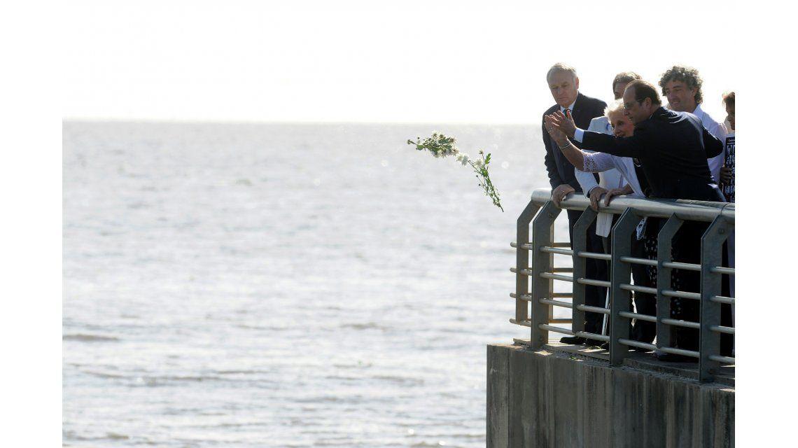 Hollande rindió homenaje a desaparecidos franceses en el Parque de la Memoria