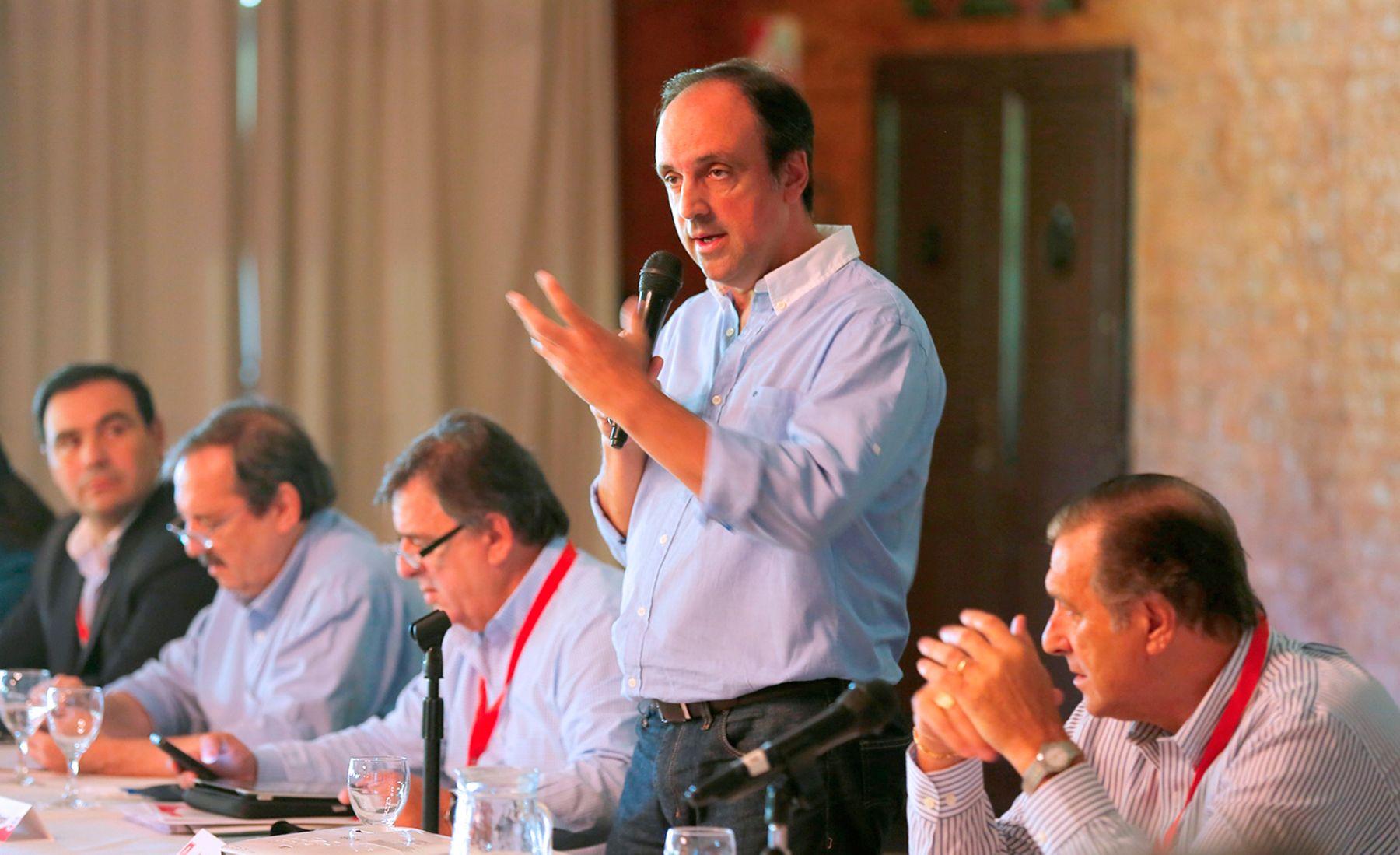 Corral pidió  Macri le cuente al país la hipoteca que dejó el kirchnerismo