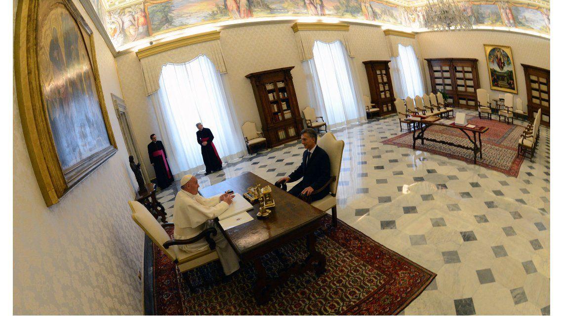 Macri mantuvo una reunión con el papa Francisco en el Vaticano