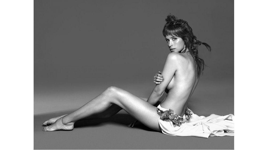 Brenda Gandini, semi desnuda en una producción hot
