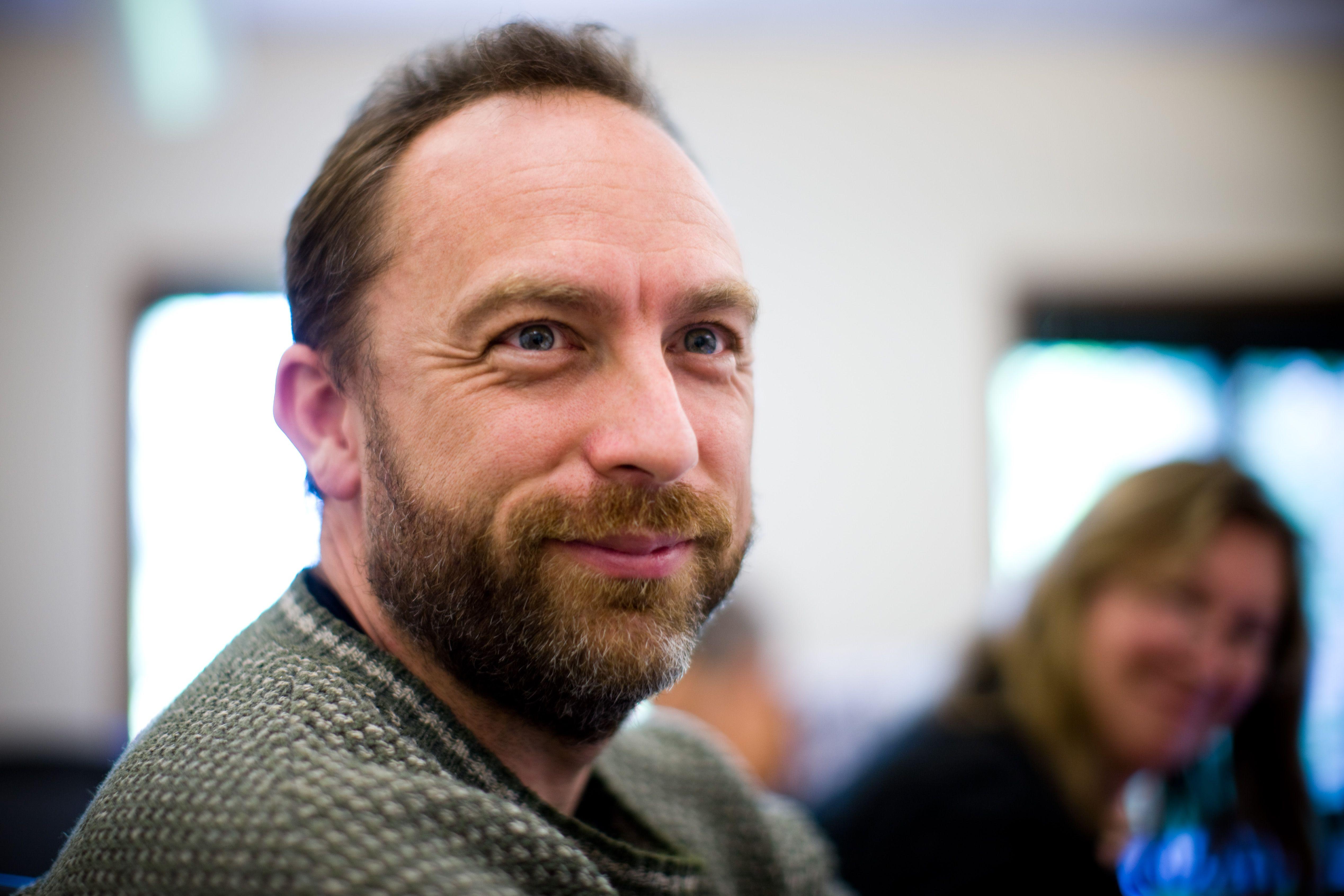 El padre de Wikipedia quiere aprovechar internet para hacer un mundo mejor