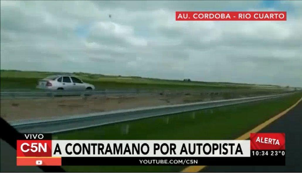 Otro inconsciente al volante: Filman a un auto a contramano por la autopista Córdoba-Río Cuarto