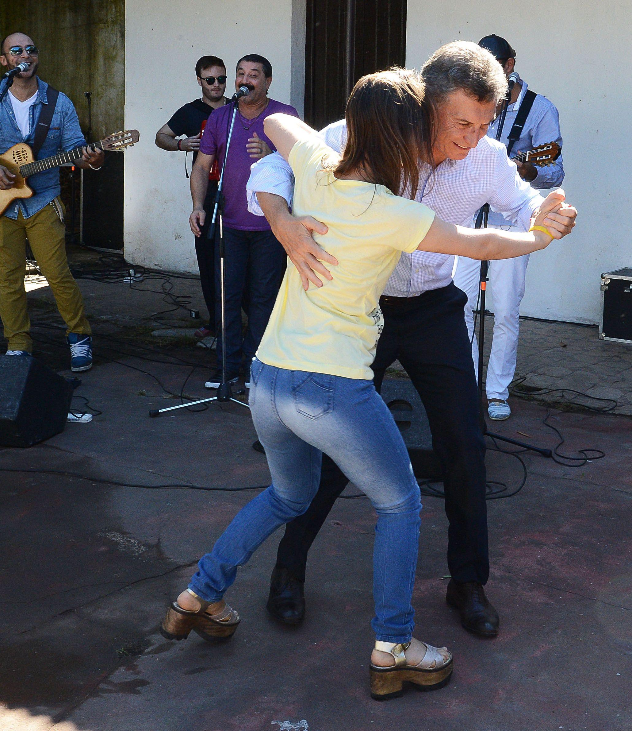 Macri bailó un chamamé en Corrientes: miralo