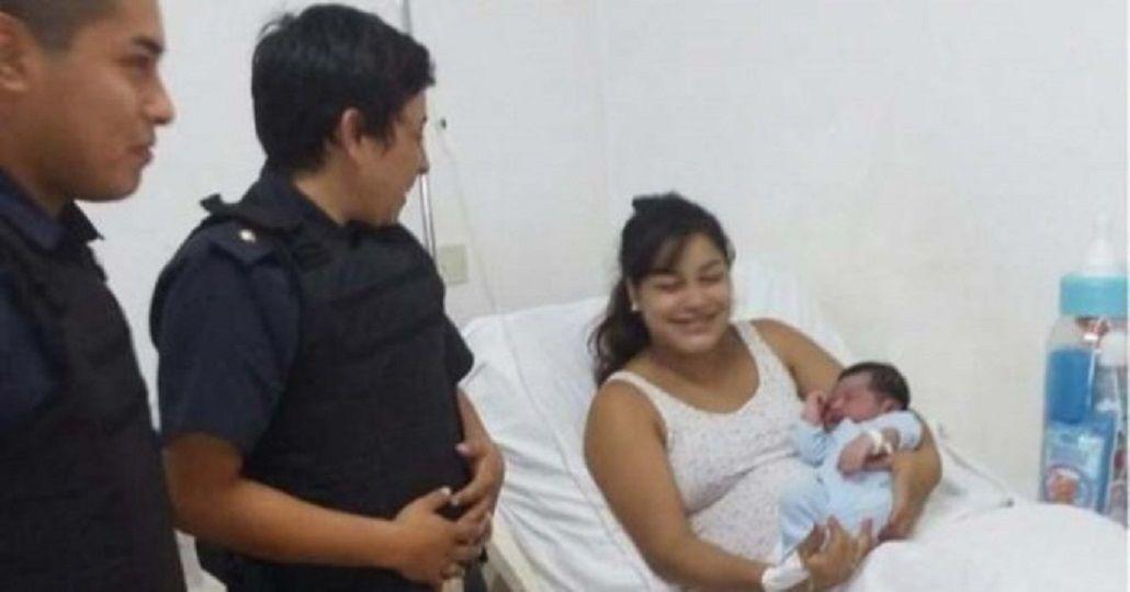 Policías parteros ayudaron a dar a luz a una mujer en su casa