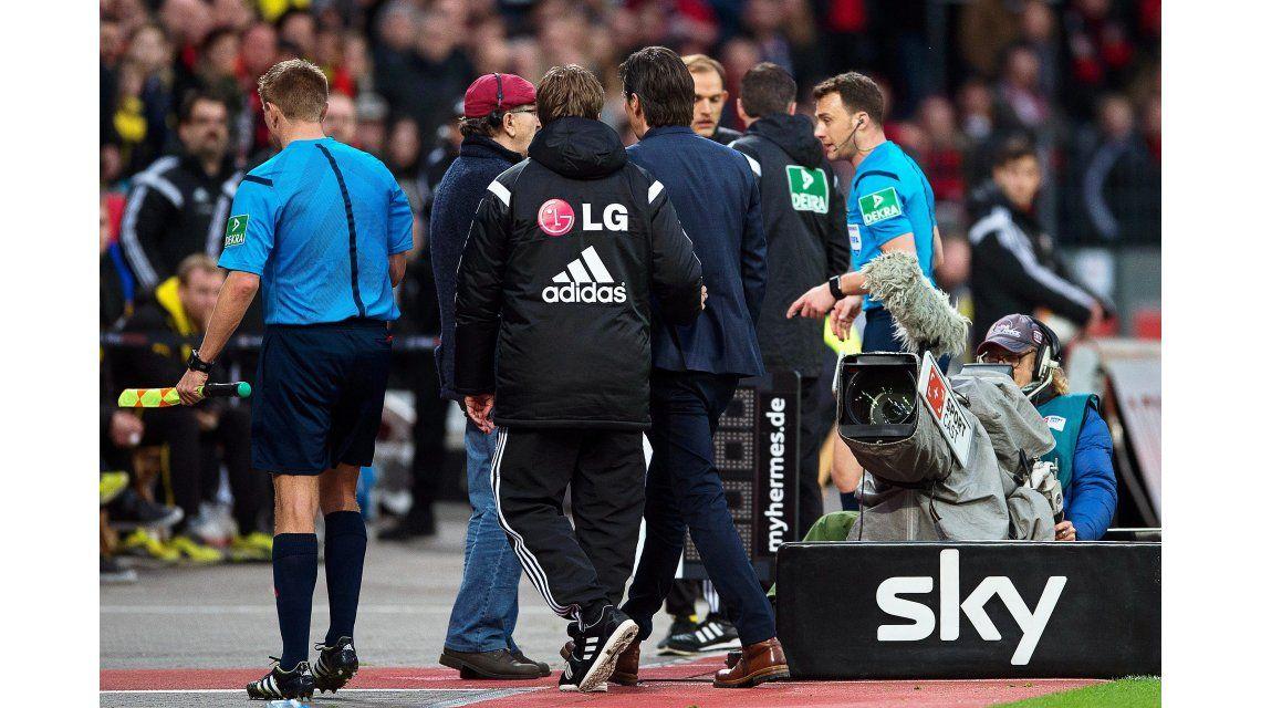 La insólita decisión de un árbitro: Se enojó con un técnico y se fue de la cancha