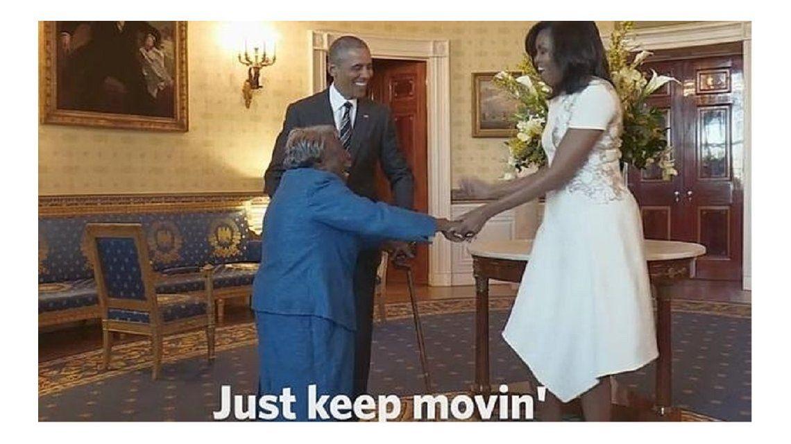 Una anciana sorprendió a Obama y a su mujer con un divertido baile