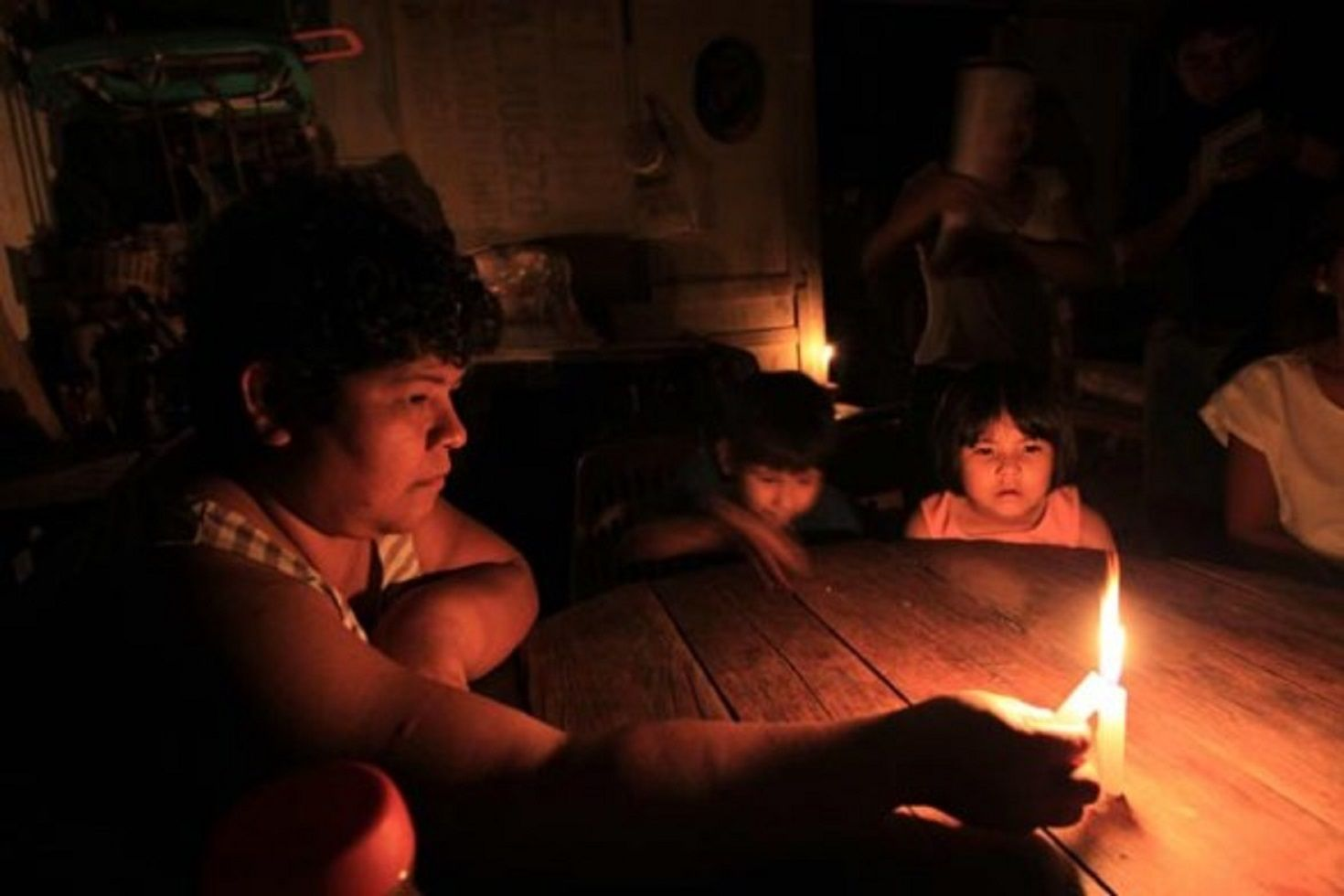 Por las bajas temperaturas, más de 80 mil usuarios están sin luz en el AMBA
