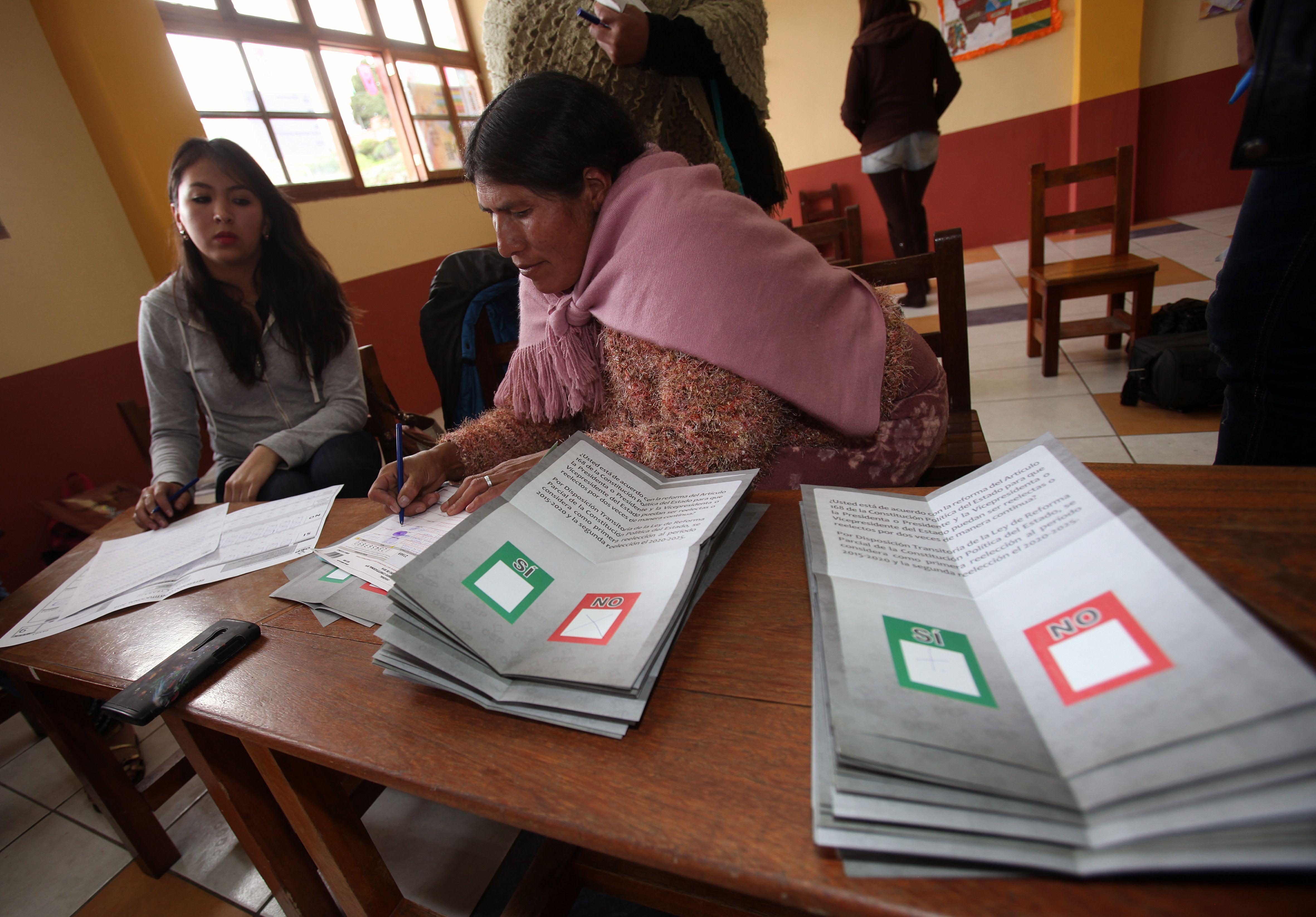 Gobierno boliviano interpreta empate técnico en referendo sobre reelección
