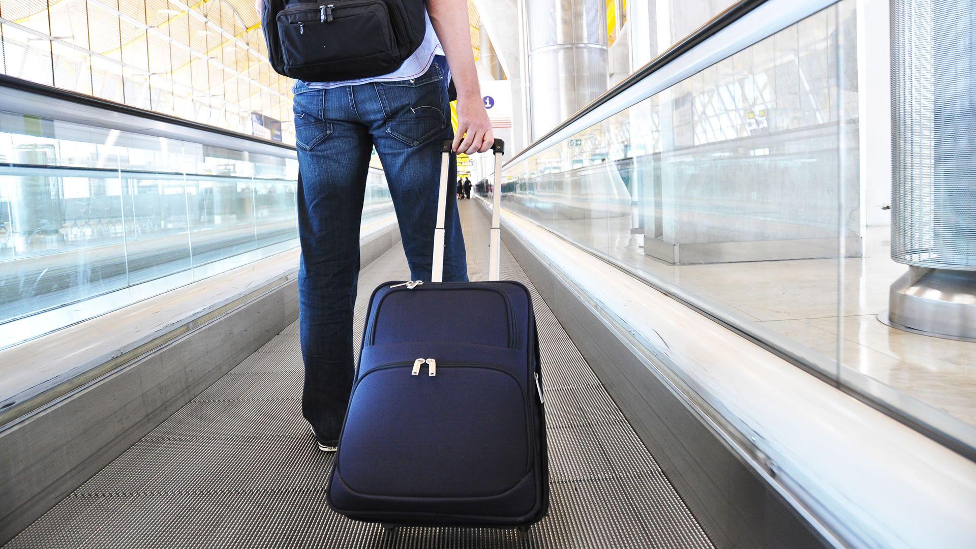 Los celulares y laptops sólo podrán ir en equipajes de mano desde 1 de abril