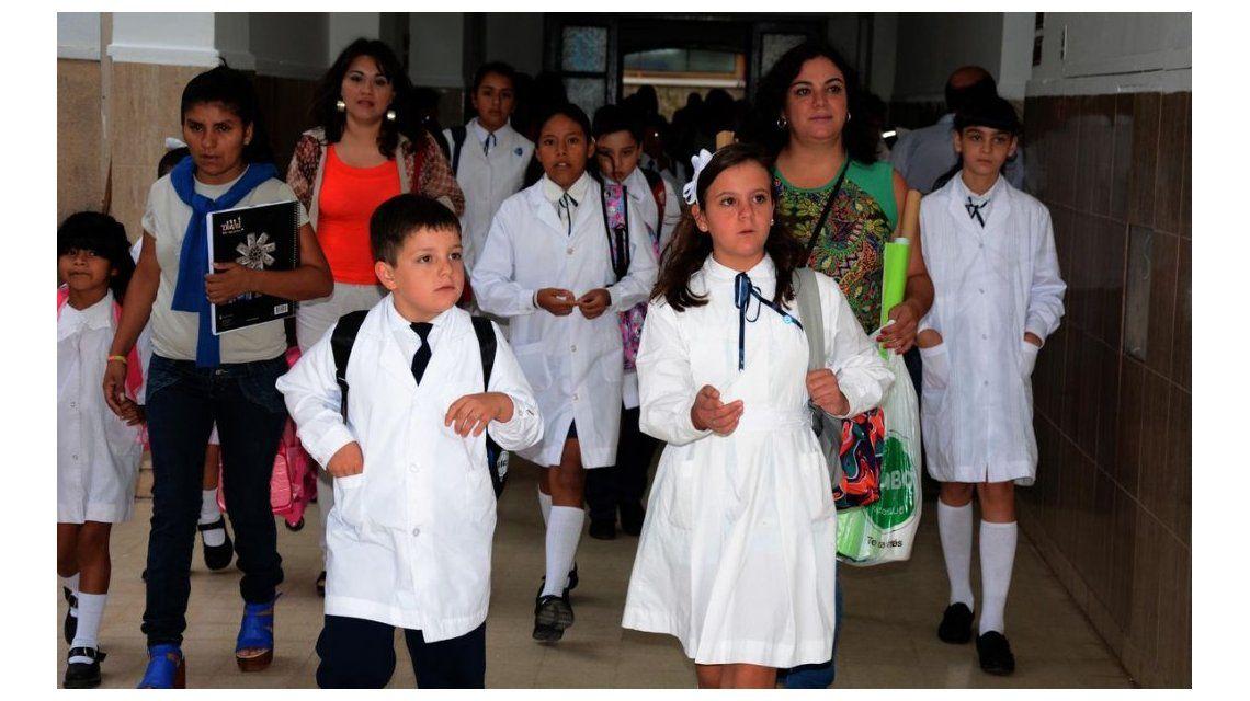Casi 9 millones de estudiantes inician las clases este lunes en 16 provincias