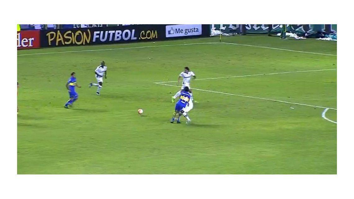 Así fue la patada que sacó del partido a Nicolás Lodeiro