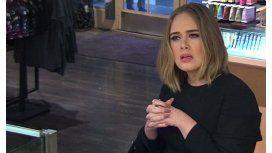 Mirá la genial broma que hizo Adele en un local