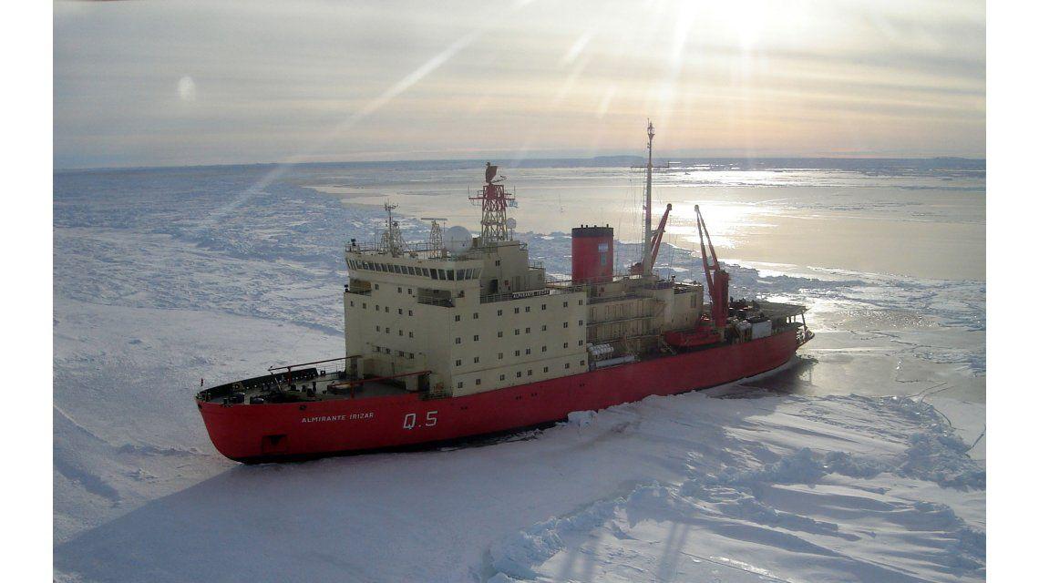 Así se prepara el rompehielos Almirante Irízar para volver al mar
