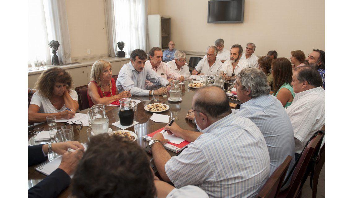 Bullrich convocó a los gremios para cerrar la paritaria nacional