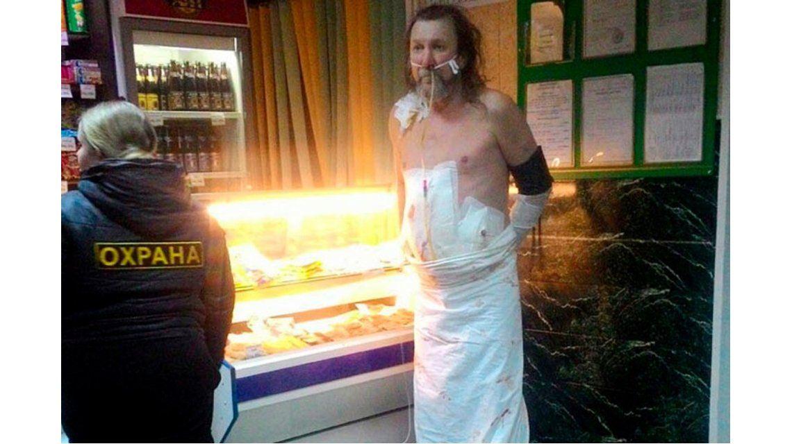 Se levantó de la mesa de cirugía y fue directo a una licorera a comprar cerveza