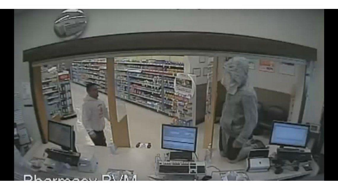 VIDEO: Quiso robar una farmacia, pero le pegaron duro
