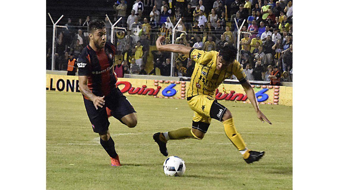 Con dos goles de Blandi, San Lorenzo derrotó a Olimpo bajo una tormenta en Bahía
