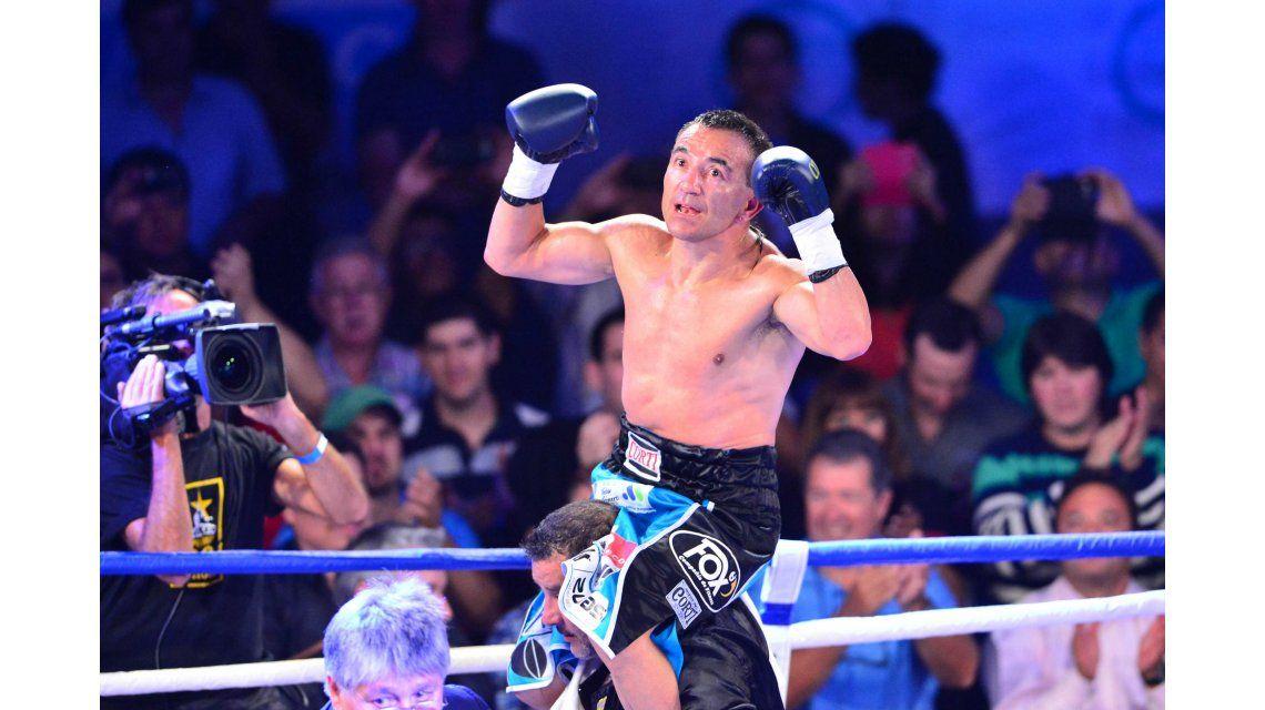 Intacto: Narváez derrotó al venezolano Vargas y obtuvo título gallo la FIB