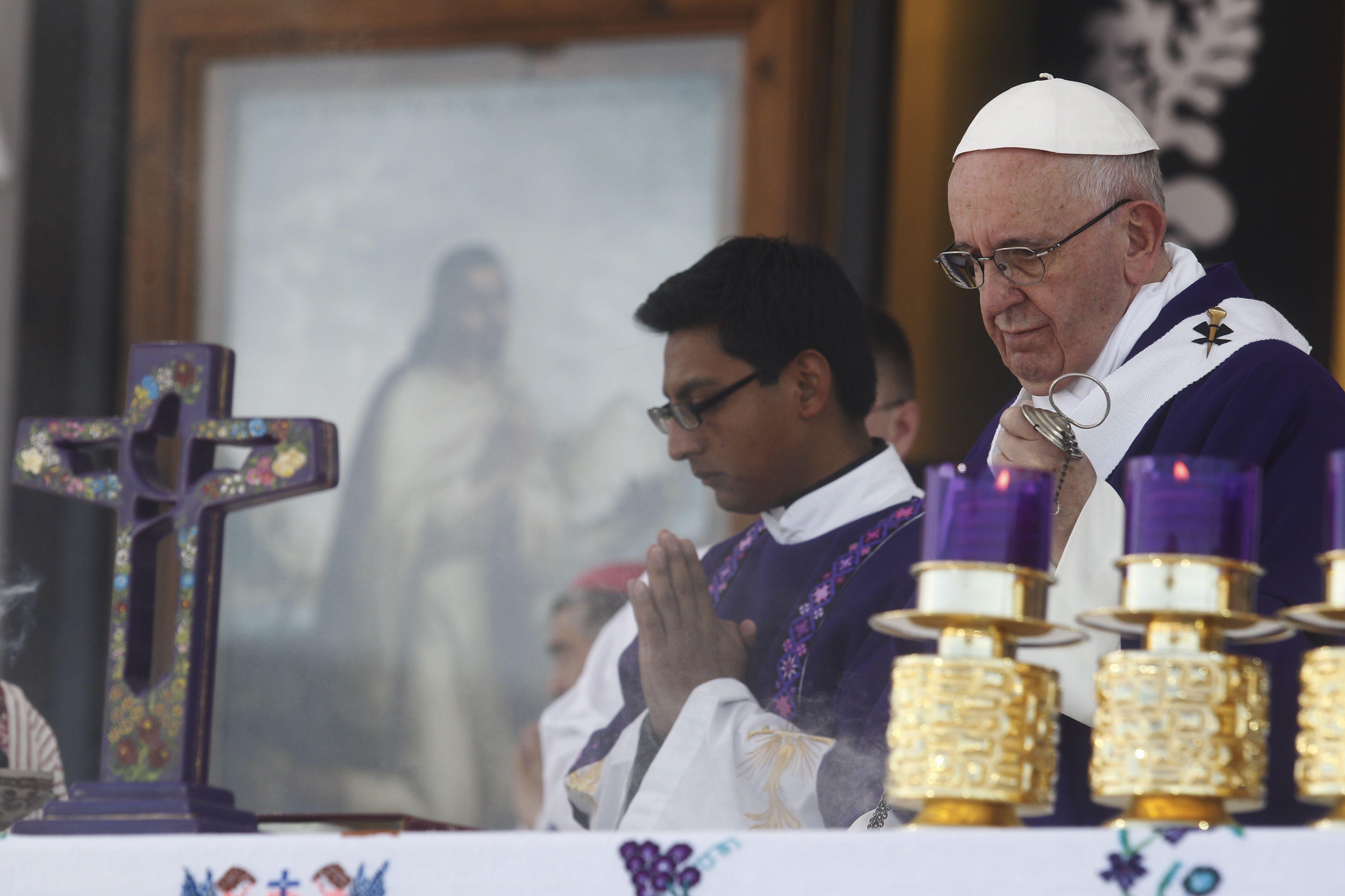 El Papa reclamó por la exclusión de indígenas en la sociedad durante una misa en Chiapas
