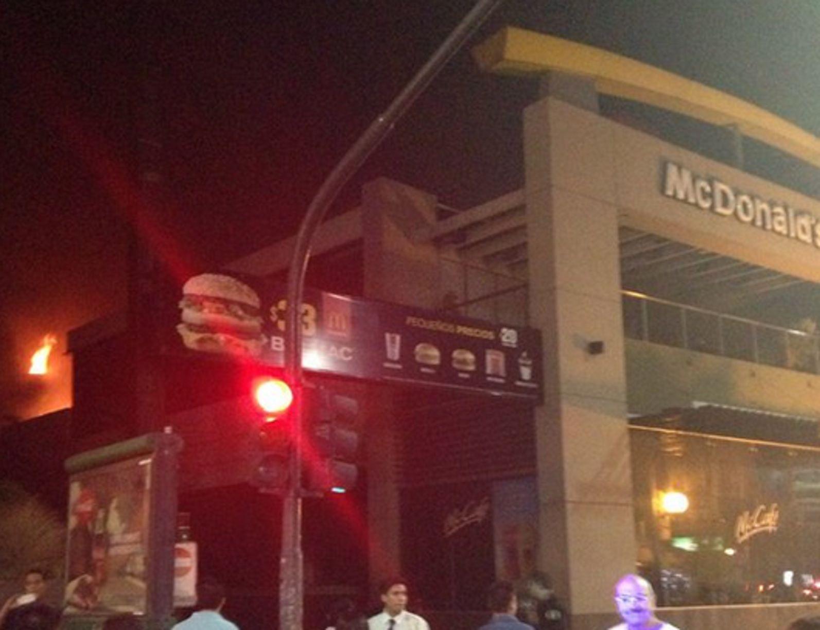 Se incendió un local de comidas rápidas en Cabildo y Olleros
