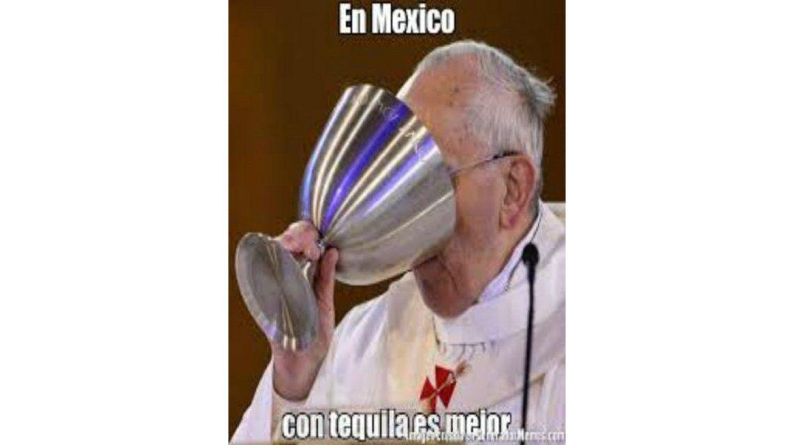 Los curiosos memes sobre la visita del Papa a México