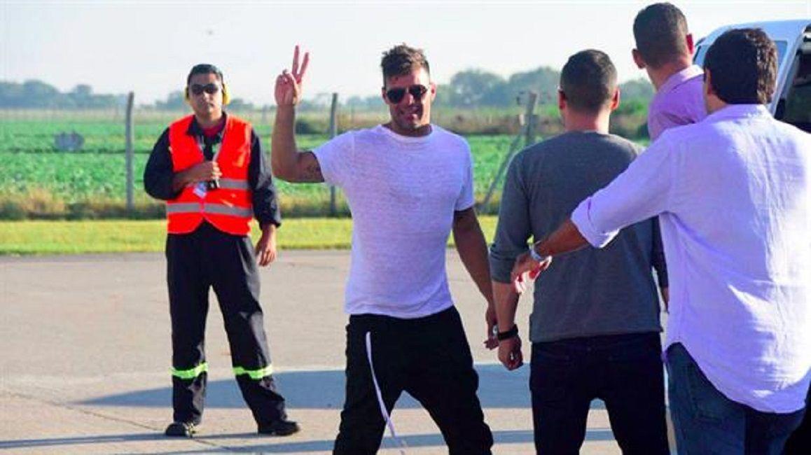 Desinfectaron a fans de Ricky Martin para que puedan saludarlo