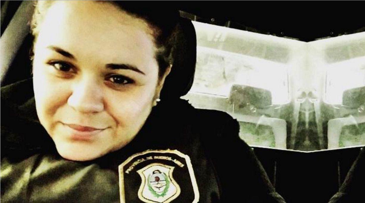 Una policía fue baleada por su compañero durante un arresto
