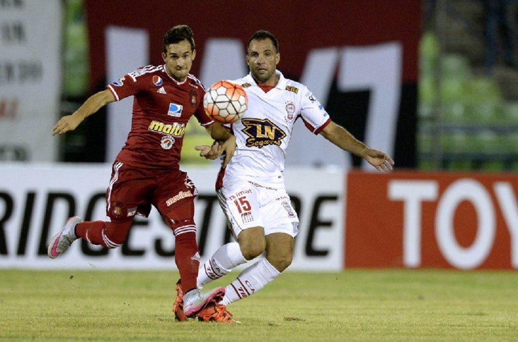 Huracán perdió en Caracas, pero clasificó por el gol de visitante