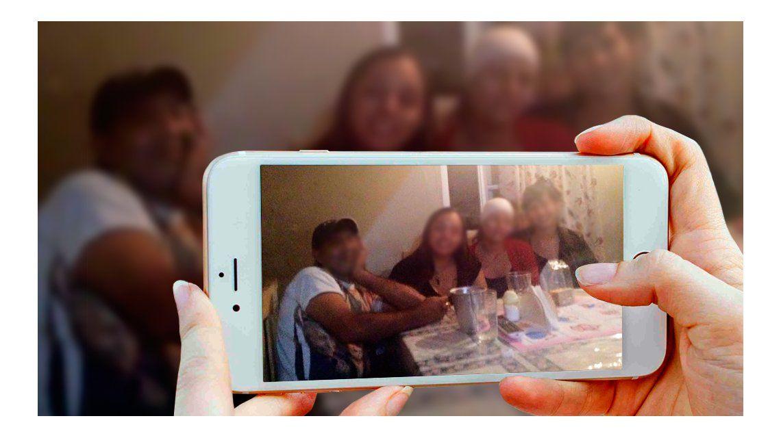 Se sacaron selfies con un celular robado, sin saber que el dueño los veía