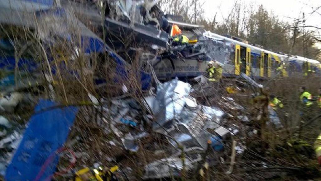 Tragedia en Alemania: al menos nueve muertos en un choque frontal de trenes