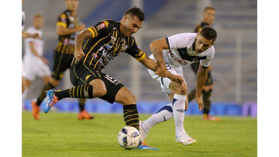 Vélez le ganó a Olimpo por 2 a 1