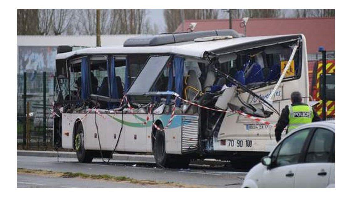 Tragedia en Francia: mueren seis adolescentes en un choque de un micro escolar