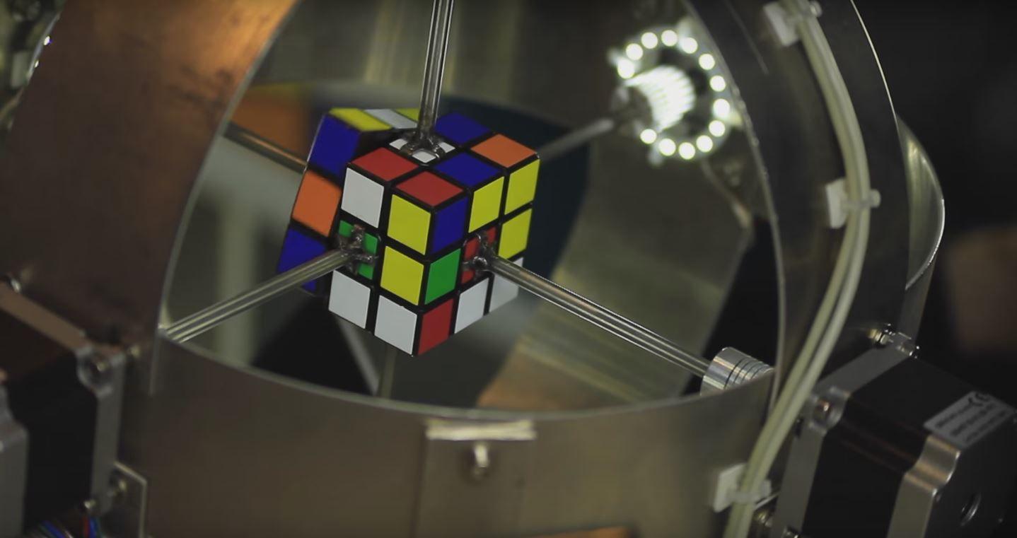 Una computadora resolvió el cubo rubik en menos de un segundo