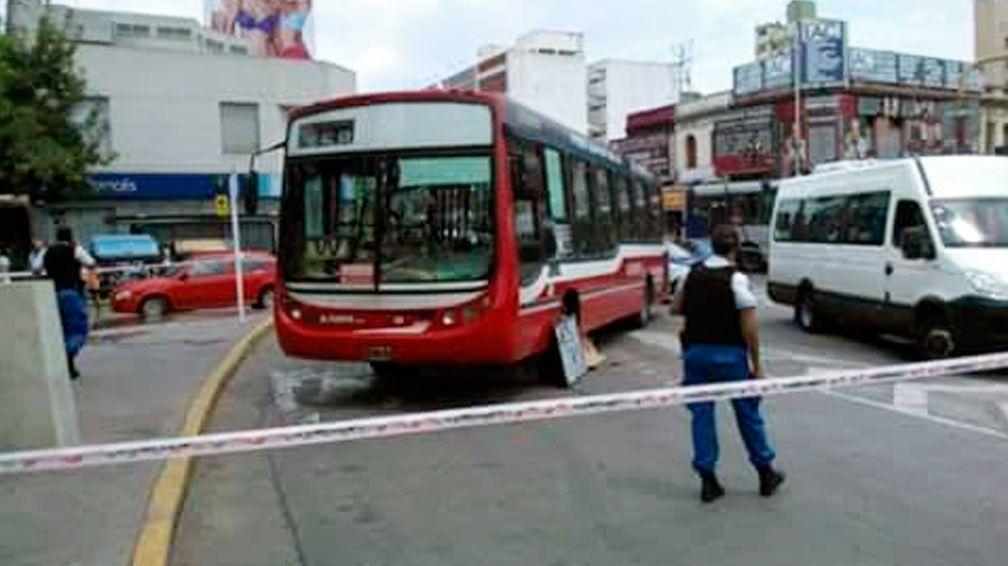 Otra tragedia con un colectivo: atropellan y matan a una mujer