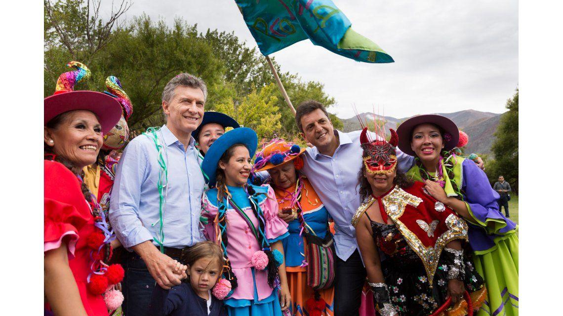 Macri participó del desentierro del Diablo que da inicio al Carnaval en Jujuy