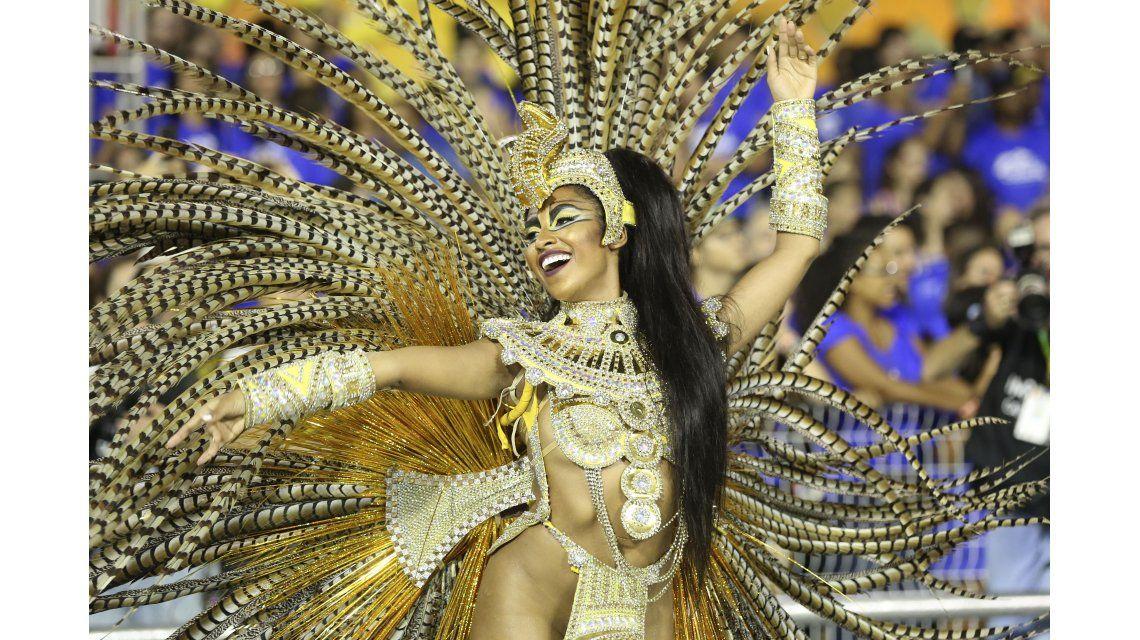 Brasil dejó de lado el miedo a los mosquitos y arrancó el carnaval de 2016