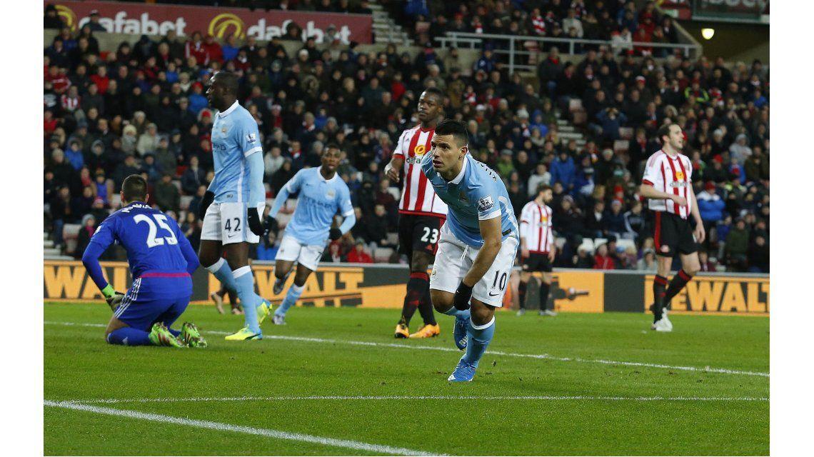 Con un gol de Agüero, el City ganó como visitante y sigue a tres puntos del Leicester